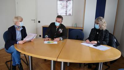 Bei der Friseur-Innung weiß man um die schweirige Situation der Betriebe in Pforzheim und  im Enzkreis, versichern Nelli Butsch, Enzo Scarpello und Regina Happel-Reiling  (von links)