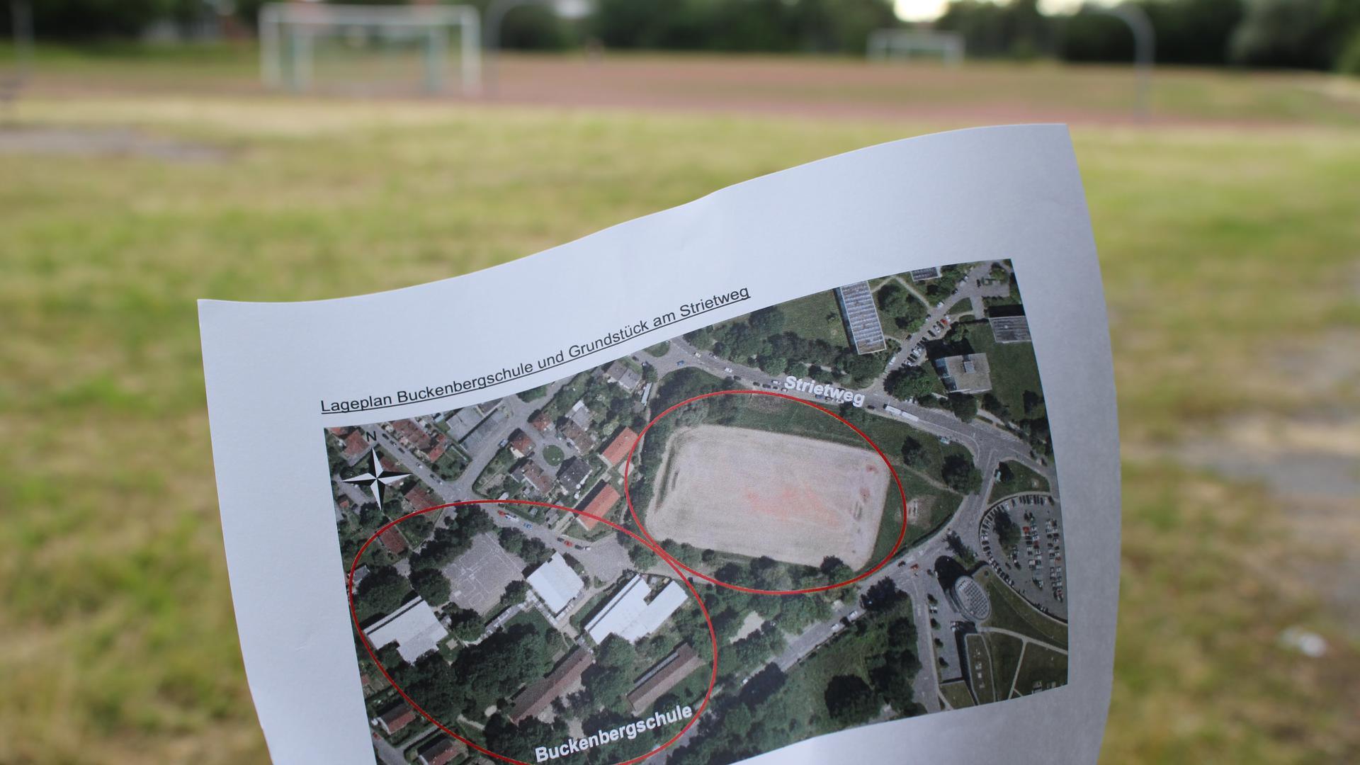 Neuer Standort: Auf diesem Grundstück unterhalb der Buckenbergschule soll die Gustav-Heinemann-Schule angesiedelt werden. Der Kreistag muss noch zustimmen.