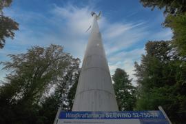 Das weithin sichtbare Windrad von Langenbrand