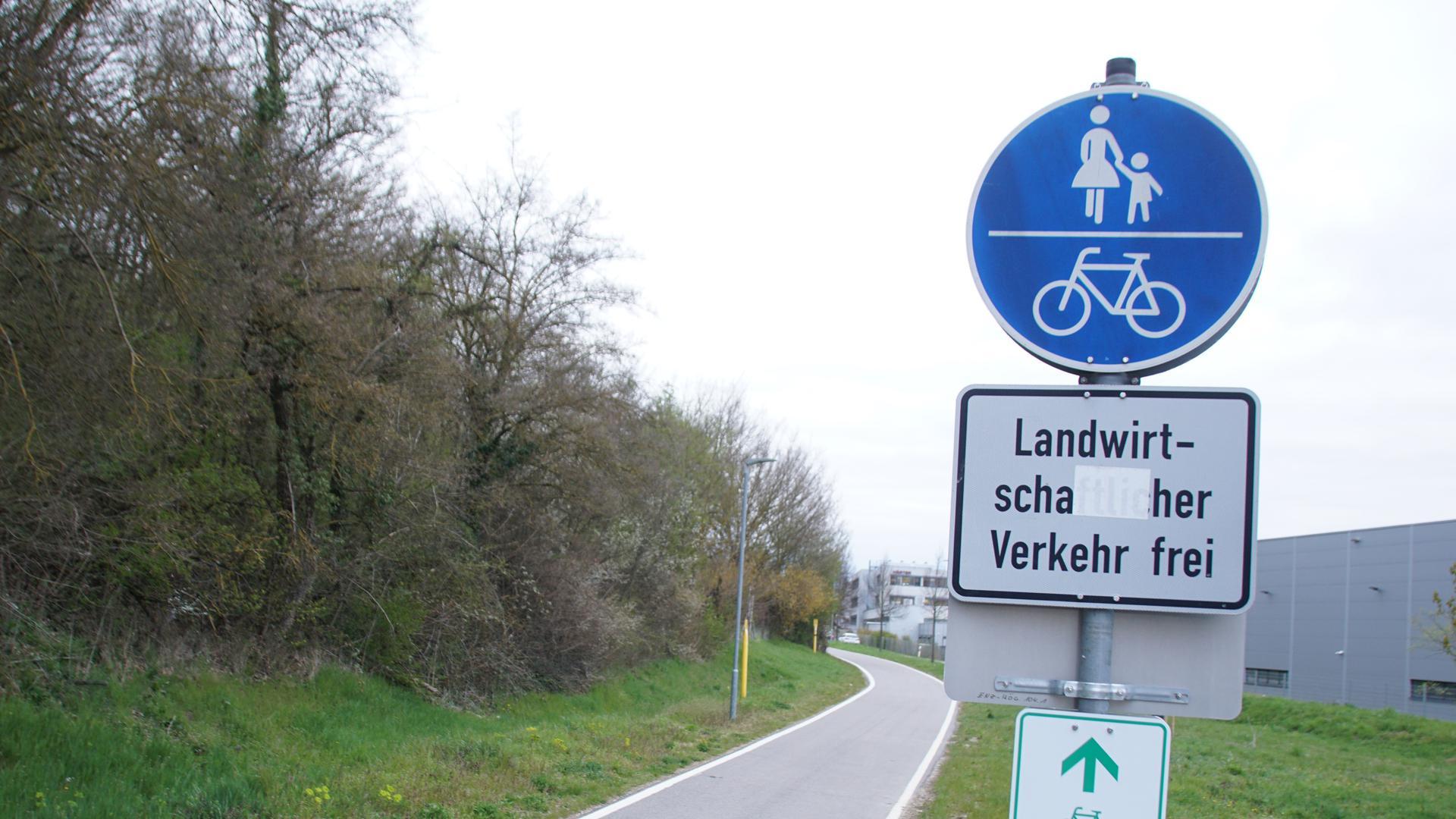 Radweg mit Schild, Ende bei Königsbach