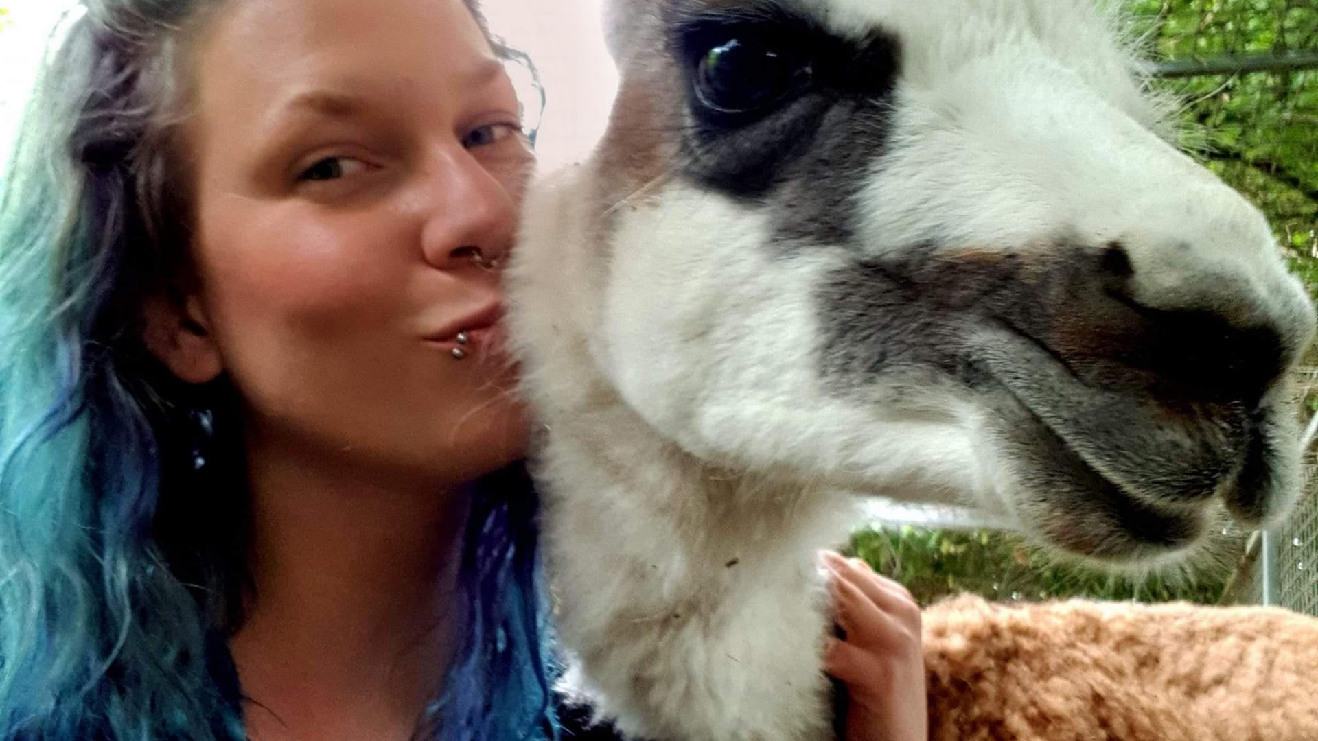 Ein Herz für Exoten: Svenja Sanktjohanser ist Tierpflegerin und arbeitet auf dem Gnadenhof von Felicia Ruhland mit.