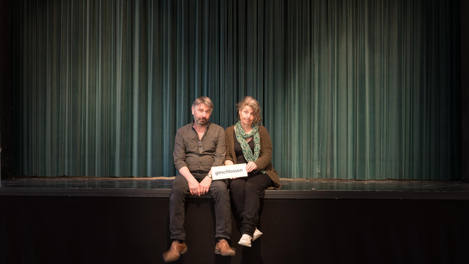 Kleinkunstbühne ohne Publikum: Matthias und Anne von der Vring nutzen die Zwangsschließung ihrer Kultureinrichtung für Umbauarbeiten.