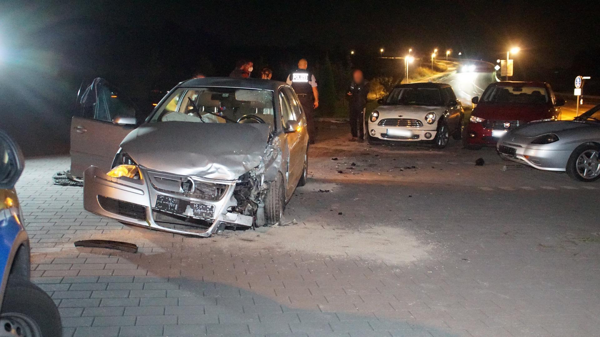 Bilanz des Unfalls: Drei beschädigte Fahrzeuge mit einem Schaden von insgesamt 20.000 Euro.
