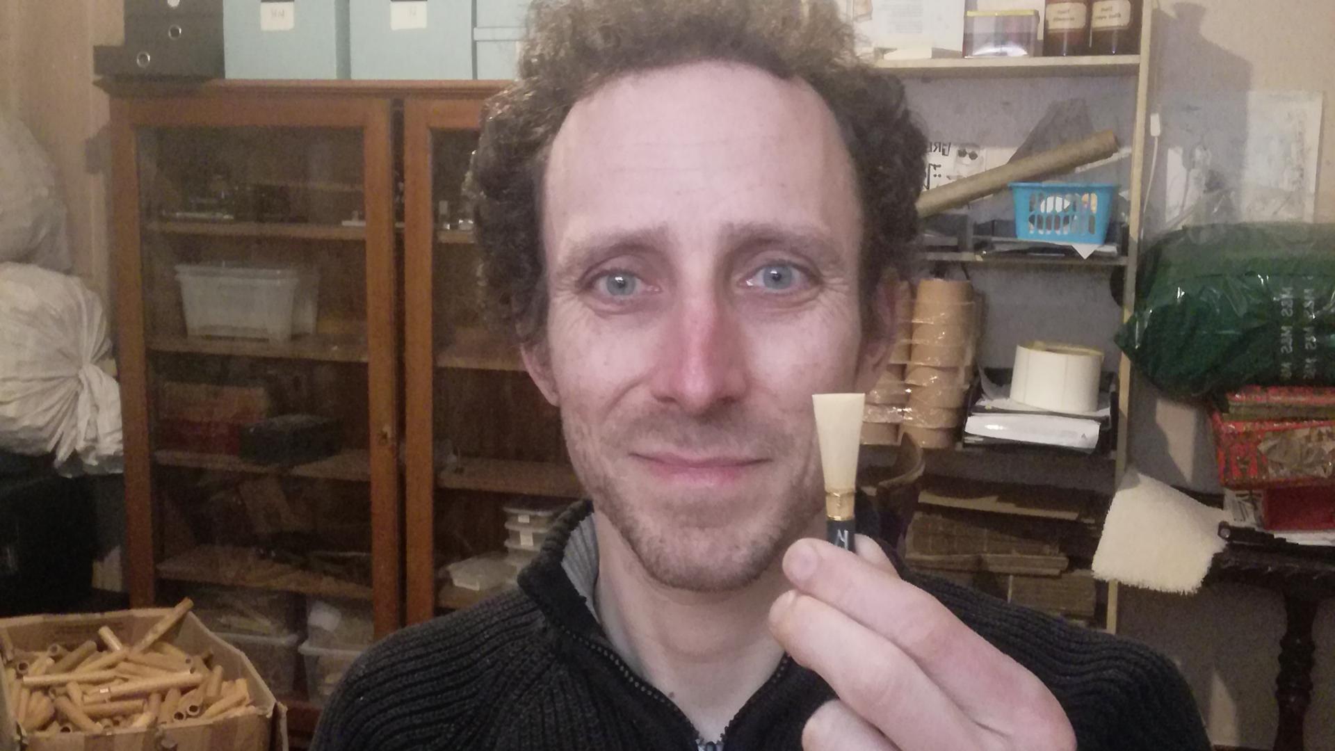 Luis Eisen mit einem fertigen Mundstück