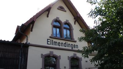 """Auf der Rückseite des Wohnhauses der Familie Kisch prangt noch der Schriftzug """"Ellmendingen"""""""
