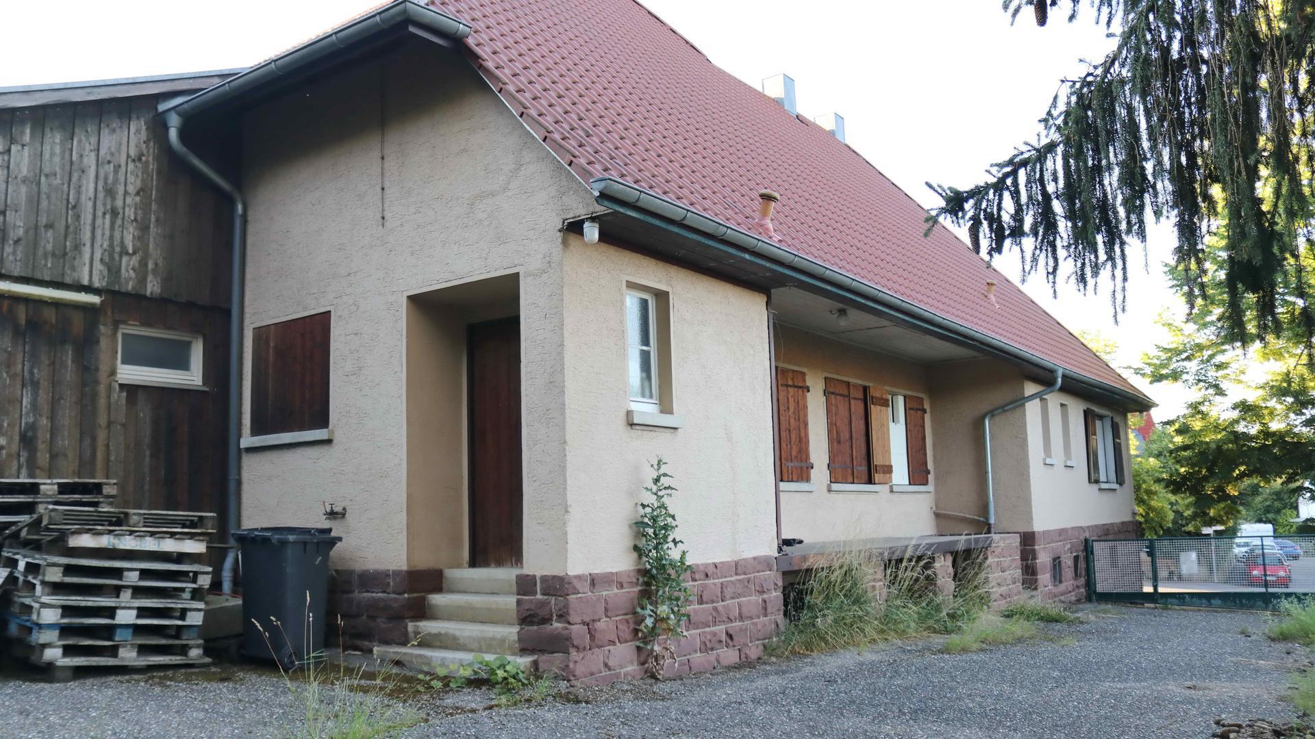 sanierungsbedürftige Winzerhalle in Ellmendingen