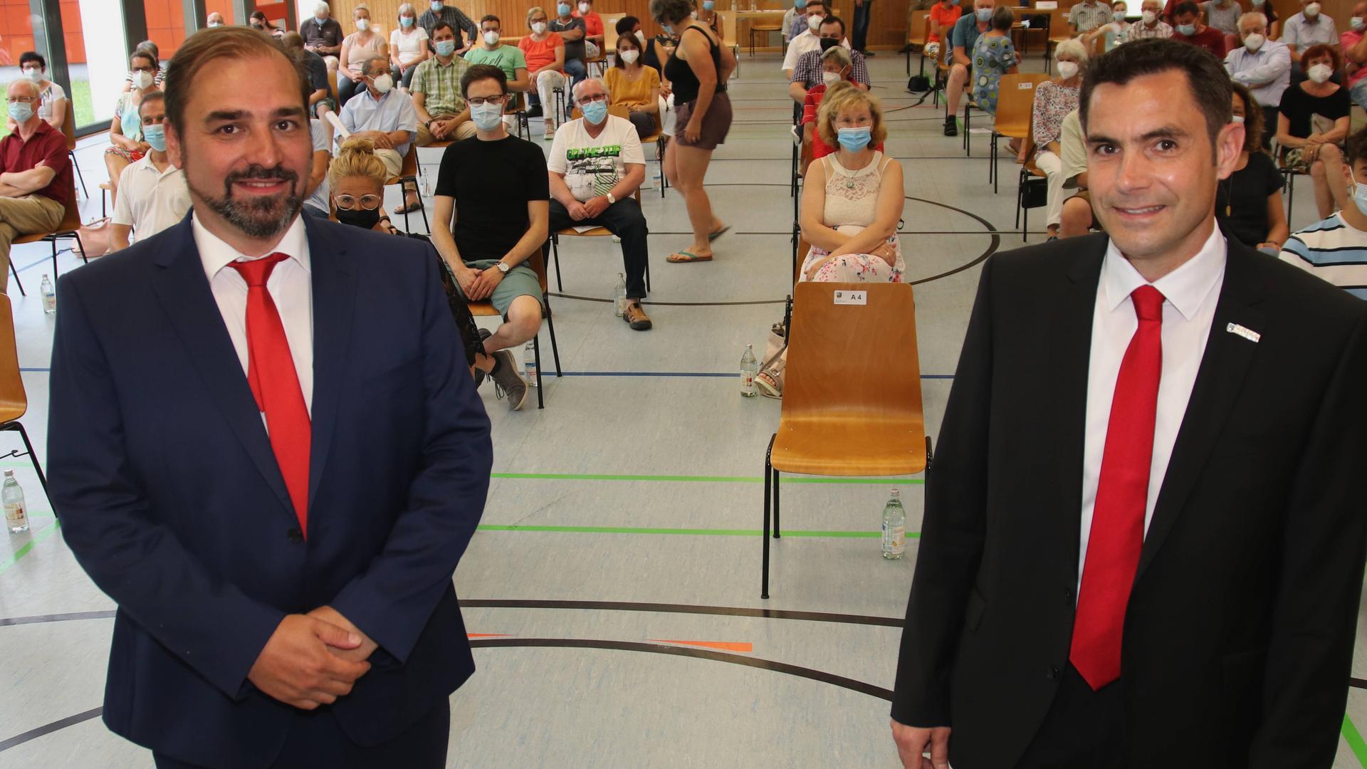Könnte spannend werden: Ob im ersten Wahlgang der Bürgermeisterwahl in Keltern Amtsinhaber Steffen Bochinger (rechts) oder Dominique Roller vorne liegt, ist schwer einzuschätzen. Beide haben bei den Kandidatenvorstellungen einen guten Eindruck hinterlassen. Falls keiner der beiden am Sonntag mindestens 50 Prozent der Stimmen holt, geht es am 18. Juli in den zweiten Wahlgang.