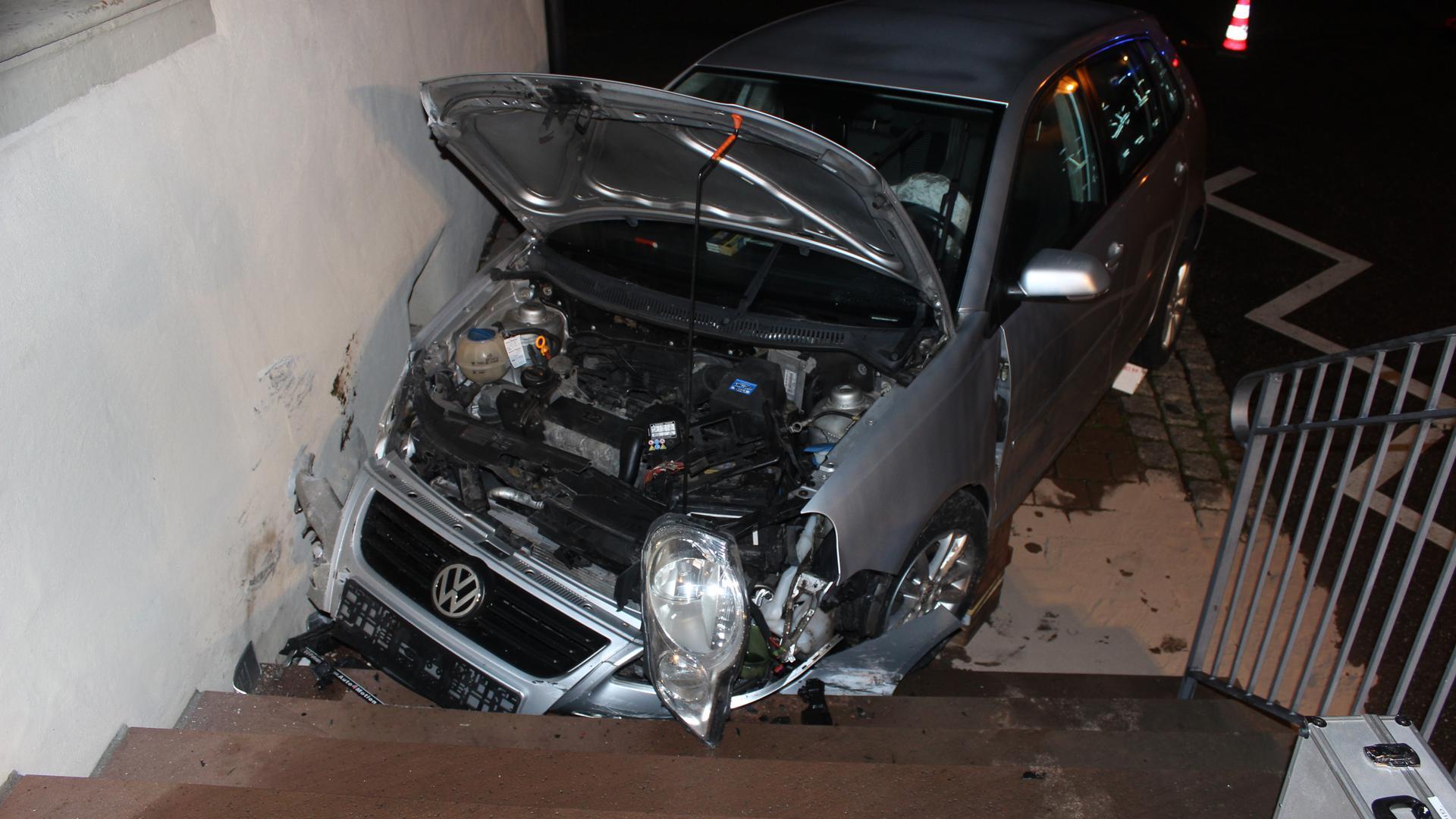 Der Unfallwagen hat einen wirtschaftlichen Totalschaden von 3.000 Euro.