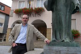 Timo Steinhilper tritt als Kandidat bei den Bürgermeisterwahlen in Knittlimngen an. Er will die Stadt weiter entwickeln und die Gemeinschaft wieder stärken