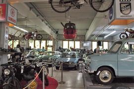 Alte Schätzchen: Im Oldtimermuseum in Knittlingen gibt es auf 4.000 Quadratmeter Pkws aller Couleur und Marken.Zusammengetragen hat die Sammlung der Unternehmer Walter Pfitzenmeier.