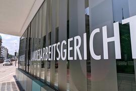 Fassade des Landesarbeitsgerichts in der Stuttgarter Innenstadt.