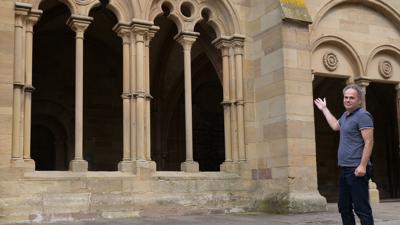 Die Vorhalle, das sogenannte Paradies, ist ein gutes Beispiel für den Übergang von der Romanik zur Gotik, erklärt Architekt Rolf Creyaufmüller