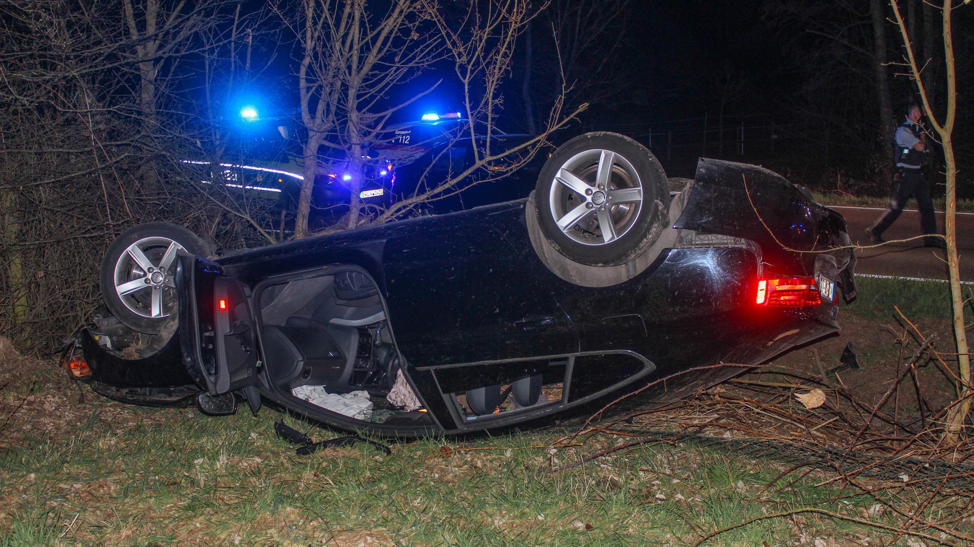 Nach dem Unfall musste der Fahrer des Pkw mit einem Hubschrauber der Deutschen Luftrettung in eine Stuttgarter Klinik geflogen werden.