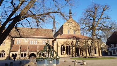 Der Klosterhof des Klosters Maulbronn.
