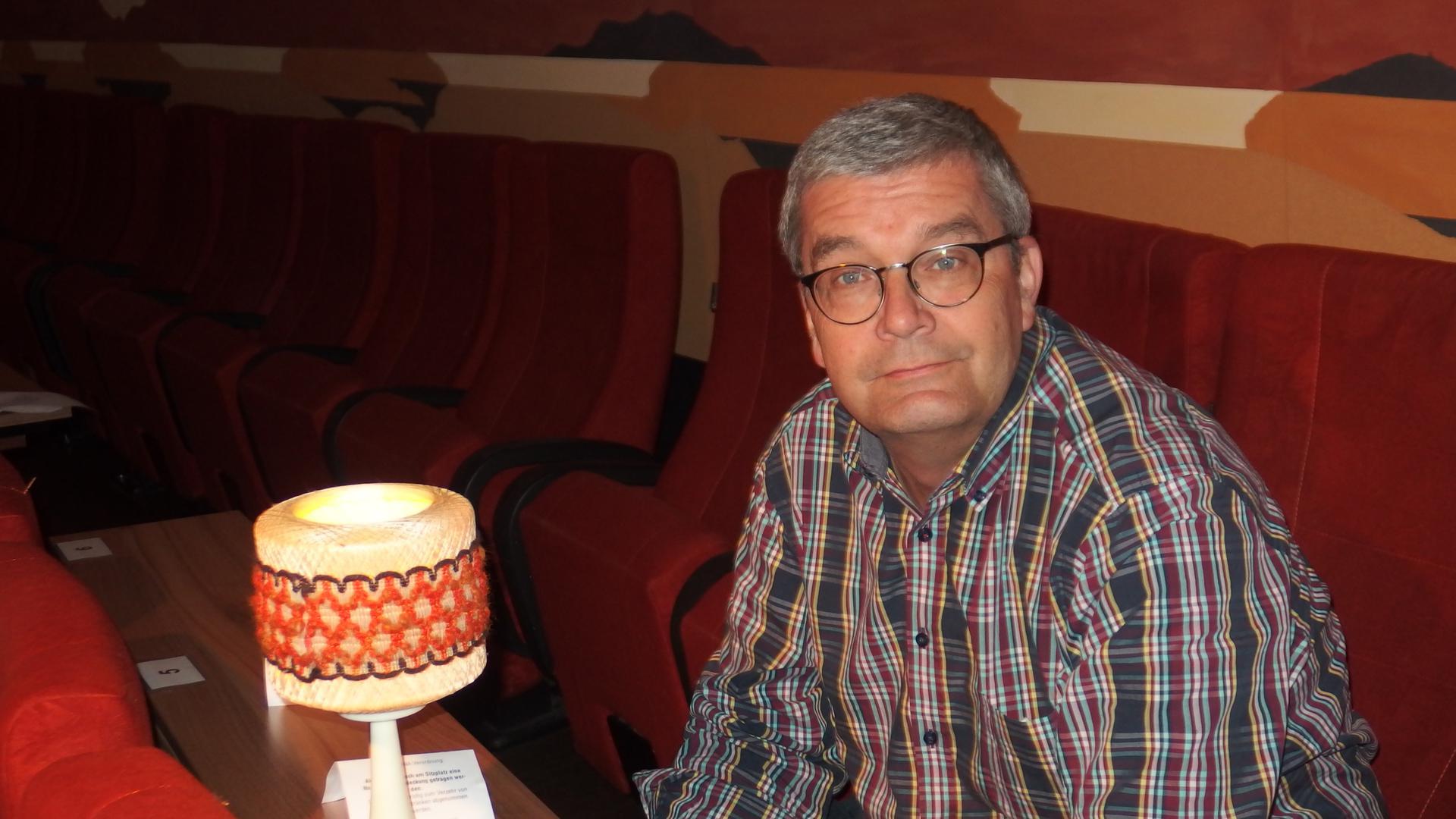 """Endlich wieder ins Kino: Das wollen viele filmbegeisterte Stammgäste von """"Scala""""-Chef Joachim Baensch. Wann er sein Filmtheater in der Bahnhofstraße in Mühlacker wieder öffnen kann, ist momentan schwer zu sagen."""