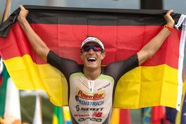 Sebastian Kienle aus Deutschland bei seiner Ironman Teilnahme 2014.