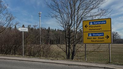 Mit 44 Metern am Ortsrand von Schellbronn ist der neue Mobilfunkmast nicht zu übersehen.