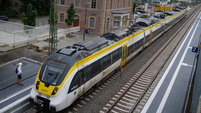 Nach vier Monaten Zwangspause durch Bauarbeiten können Fahrgäste jetzt wieder am Bahnhof in Niefern einsteigen.