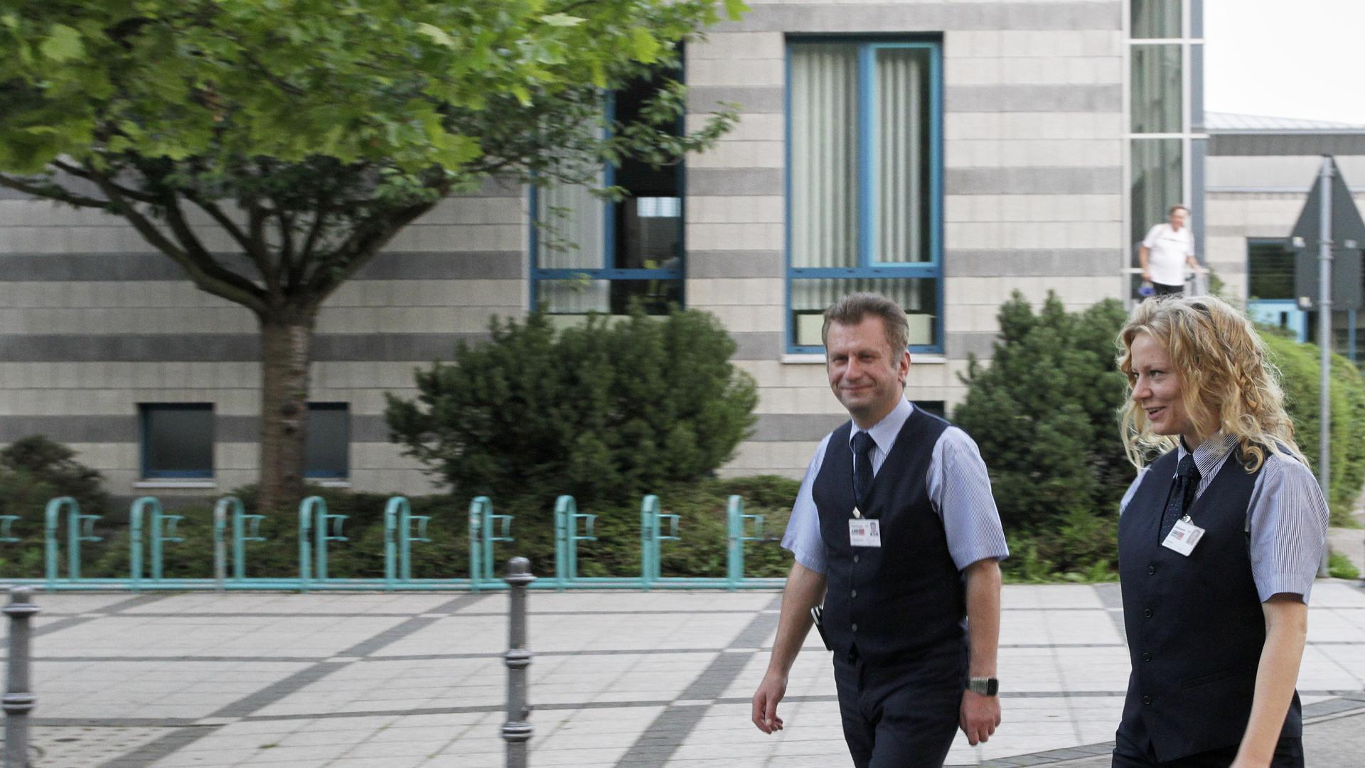 """Mit der Citystreife unterwegs im Bereich """"Kirnbachschule Bischwiese"""". Fa LWS Security Group Stefan Milosavljevic und Gritt Günther"""