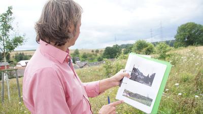 In Sorge: Rico Lippold hat bereits Visualisierungen erstellt, die zeigen, wie die Windräder in der Landschaft aussehen könnten, wenn sie dereinst dort realisiert würden, wo im Hintergrund der Waldrand liegt.