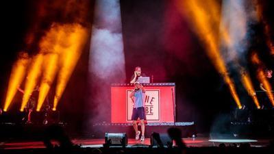 """Krönender Abschluss: Der Berliner Rapper Prinz Pi beschließt am 23. August. das letzte Konzert beim """"Little Happiness"""" auf dem Festivalgelände am Rande von Schwann."""