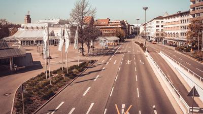 Die Zerrennerstraße in Pforzheim während des ersten Corona-Lockdowns menschenleer.