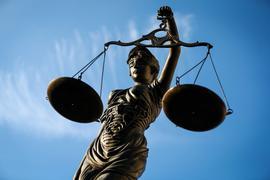 Ein Rechtsextremist aus Halle wird wegen Volksverhetzung der Prozess gemacht.