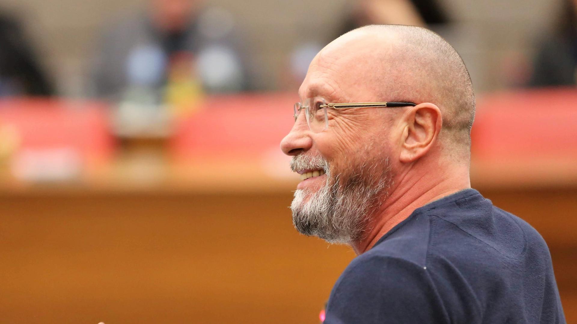 Stadtrat Uwe Hück auf einem Archivbild im Ratssaal von Pforzheim. Die Staatsanwaltschaft Stuttgart hat unter anderem ein Verfahren gegen ihn eingestellt.