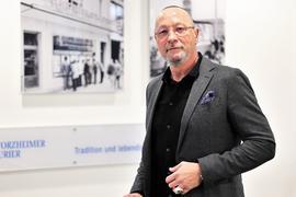 """Ex-Porsche-Betriebsratschef und Benefiz-Boxer Uwe Hück  spricht beim Redaktionsbesuch beim Pforzheimer Kurier in Pforzheim über große Ziele. Seine """"Bürgerbewegung für Fortschritt und Wandel"""" soll eine neue Volkspartei werden."""