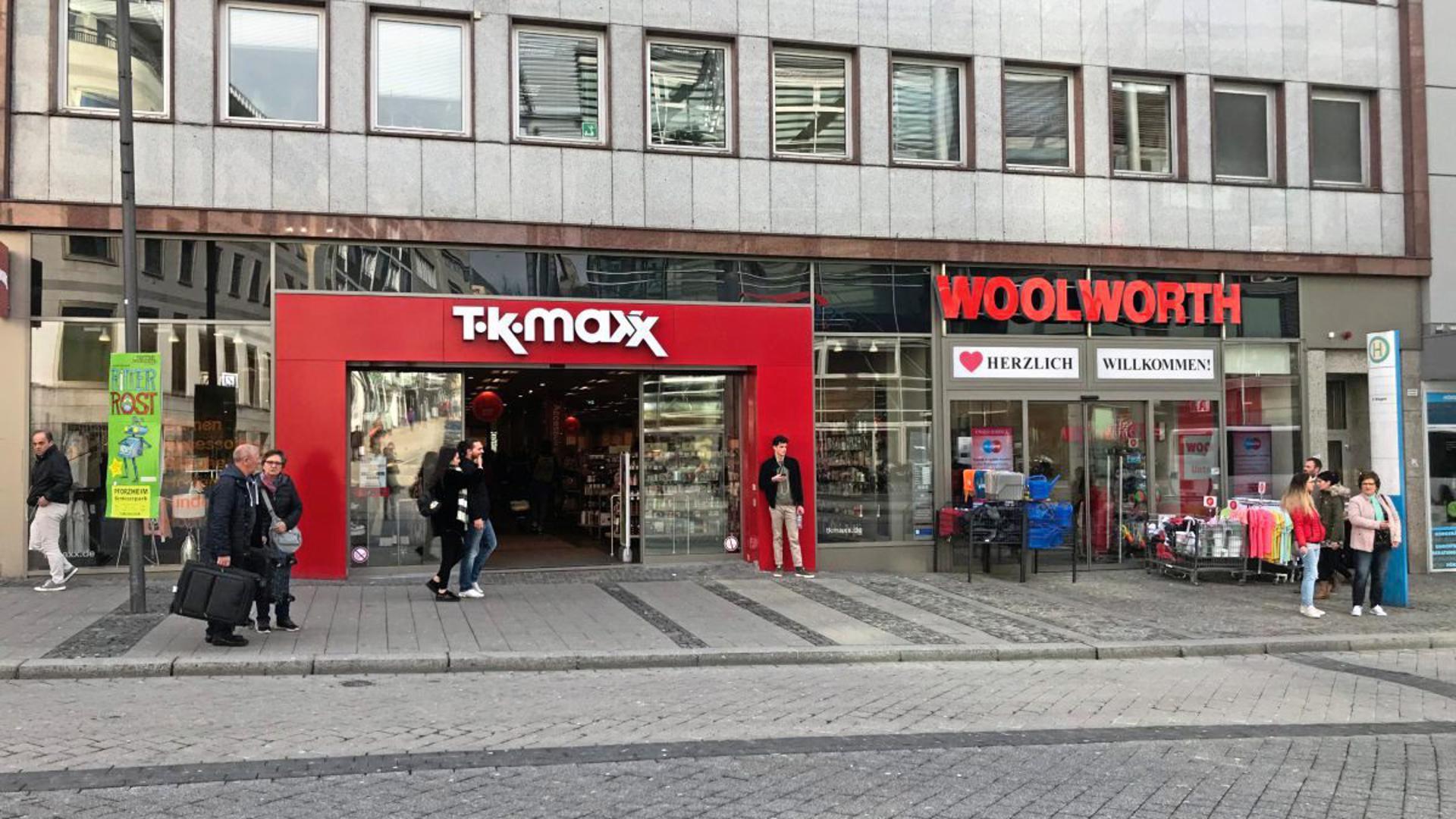 Mehrere Aktionskaufhäuser haben in der Pforzheimer Innenstadt direkt nebeneinander eröffnet.
