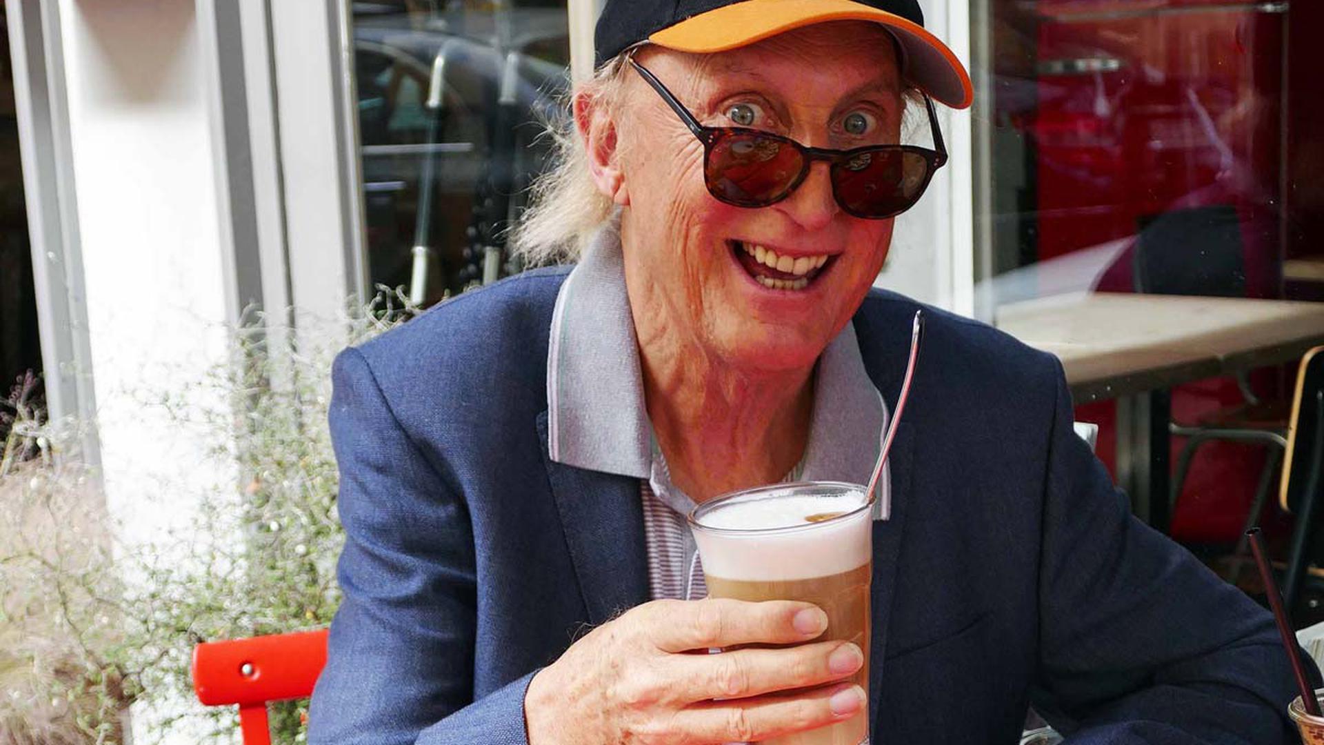 """Otto Waalkes am Mittwoch bei einem Besuch im """"Café D´Anvers"""" in der Dillsteiner Straße in Pforzheim."""