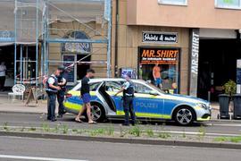 Nach den Schüssen mit zwei Verletzten vor dem Pforzheimer Hauptbahnhof nimmt die Polizei einen 16-jährigen Tatverdächtigen fest.