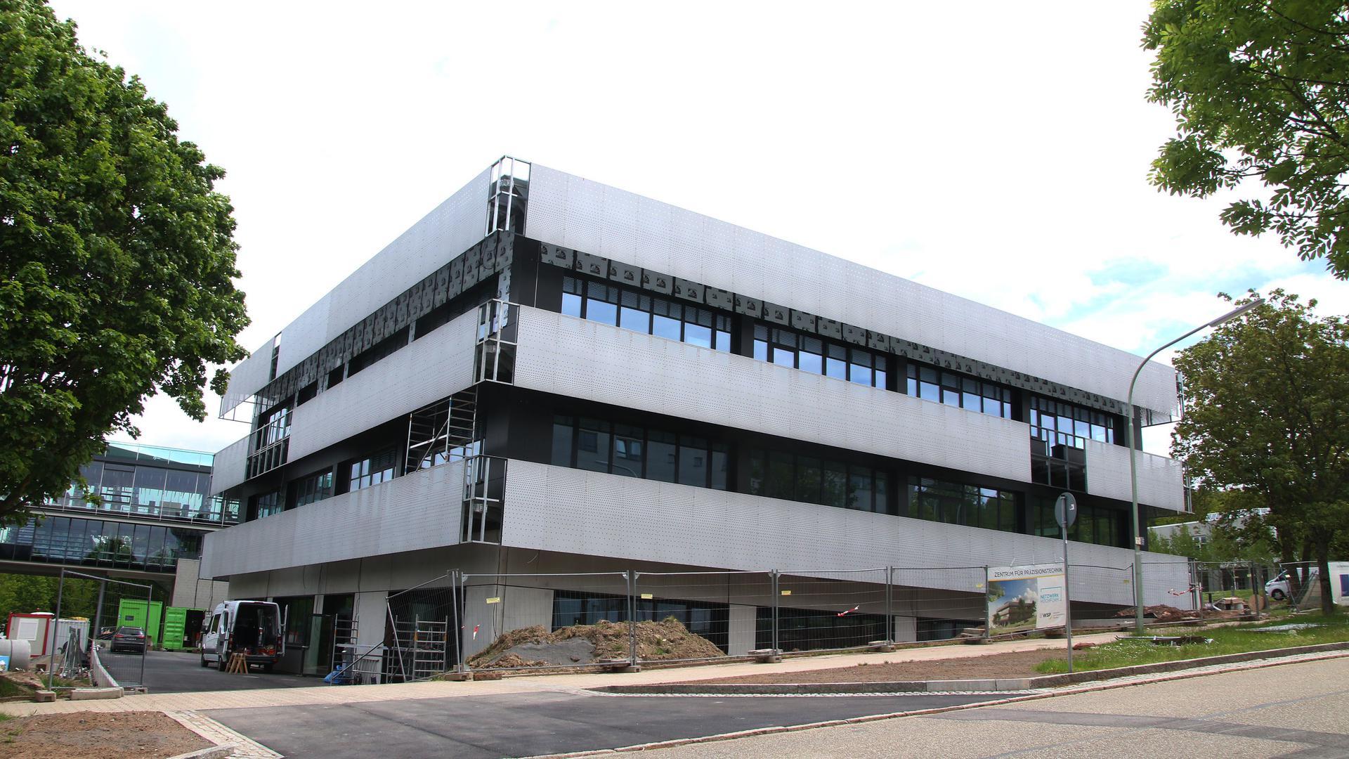 Neubau Zentrum für Präzisionstechnik an der Tiefenbronner Straße in Pforzheim