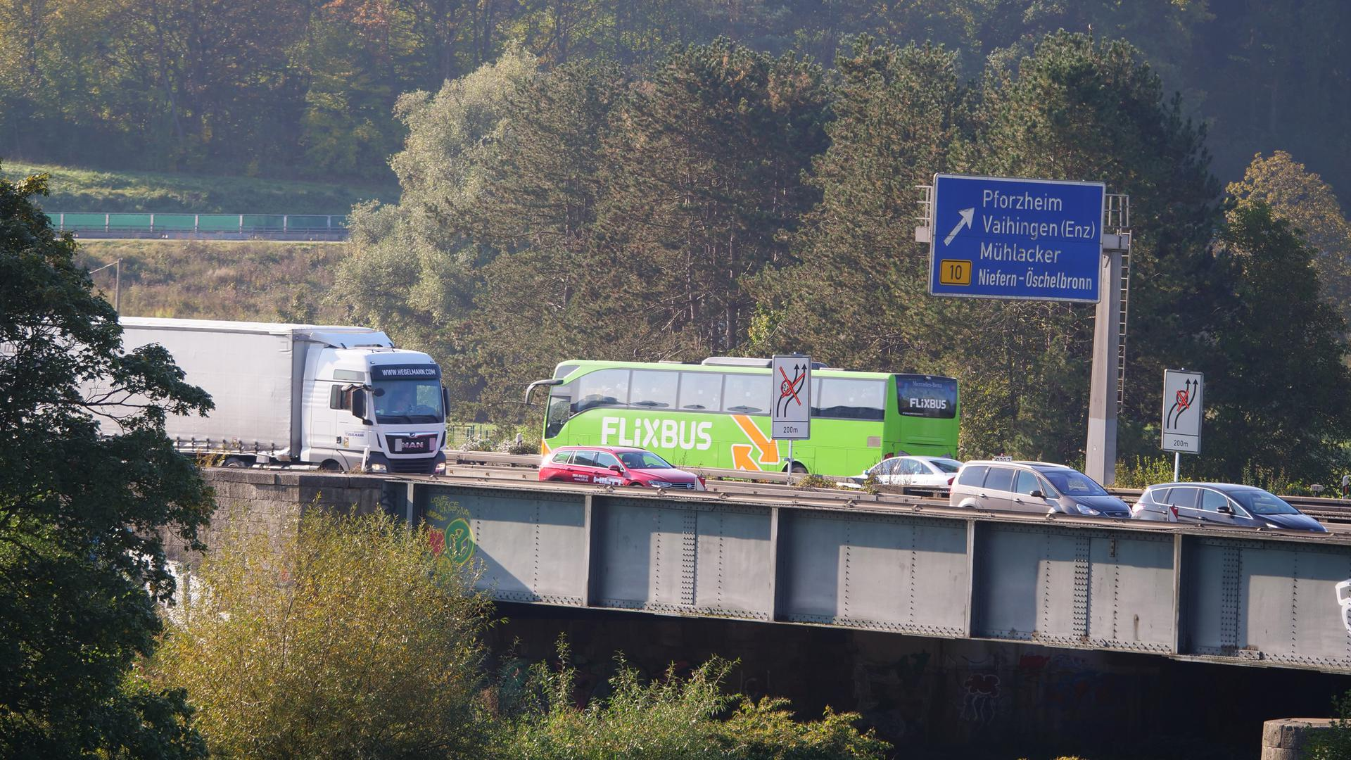 Verkehrsbehinderungen bei der Enztalquerung der A8 lassen sich während der Bauarbeiten nicht verhindern, trotzdem werden weiterhin zwei Fahrstreifen offen sein, kündigt die Autobahn GmbH an