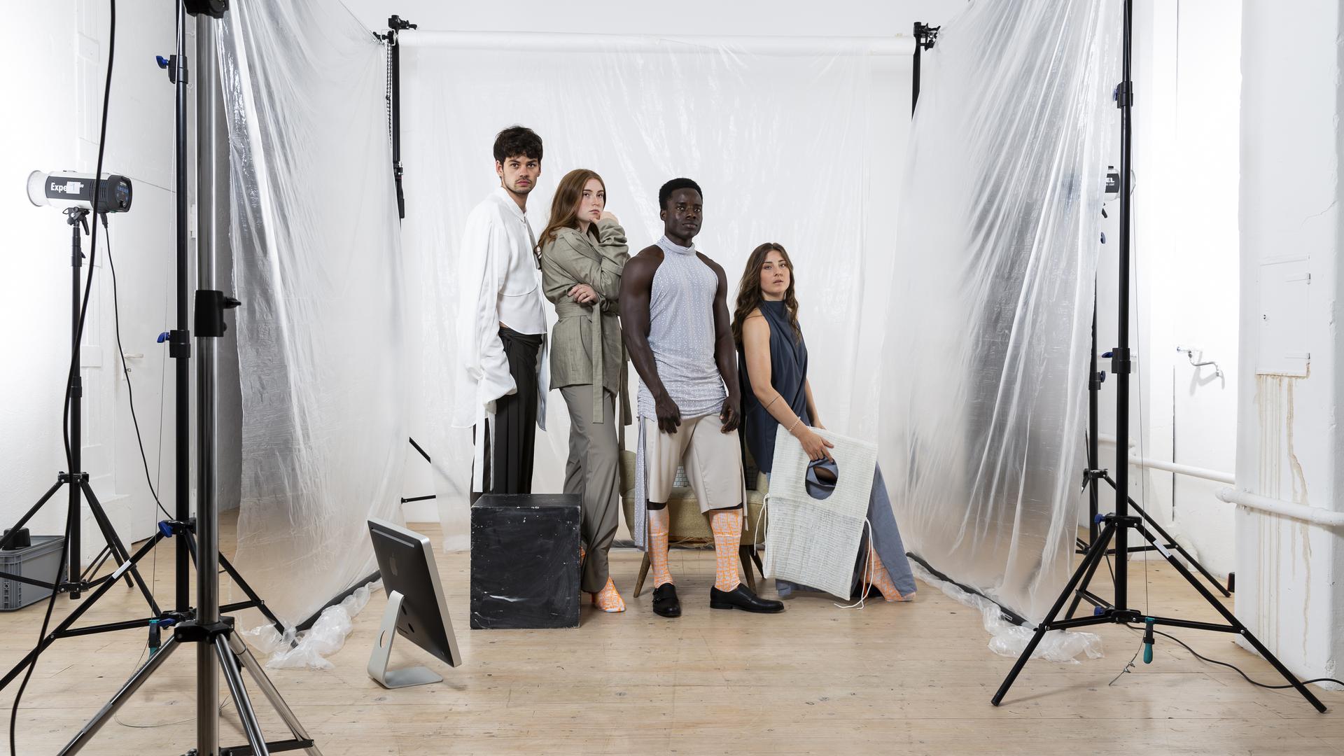 Junge Mode von jungen Menschen: Die Hochschule Pforzheim gilt als Sprungbrett für die Nachfolger von Coco Chanel, Karl Lagerfeld und Co. Das Foto zeigt Entwürfe der Studentin Eleonore Brive.