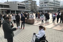 Auf dem Marktplatz in Pforzheim sind 100 Menschen zu einer Corona-Demo zusammengekommen.
