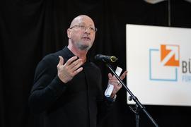 """Energiegeladen: Uwe Hück bei seiner Rede der Gründungsversammlung der """"Bürgerbewegung für Fortschritt und Wandel"""". Der 58-Jährige ging auch mit der SPD hart ins Gericht."""