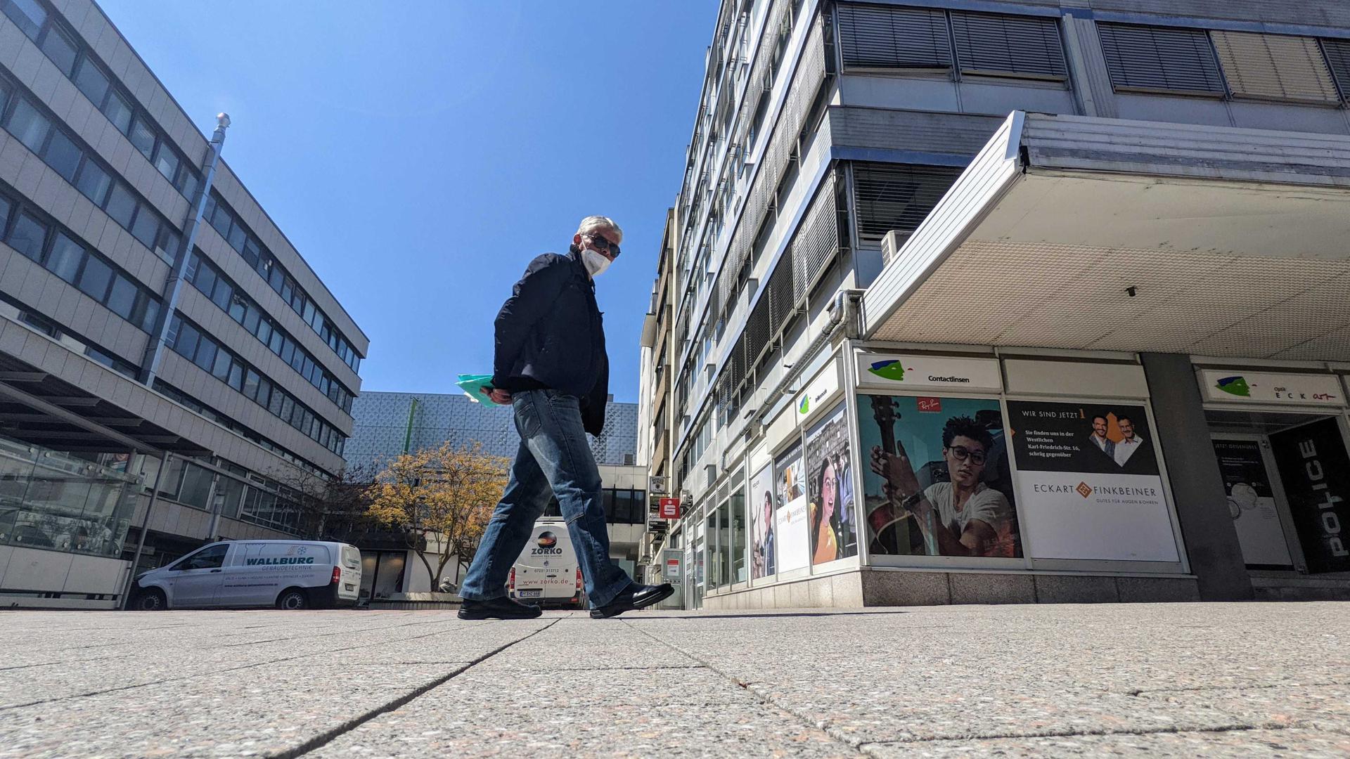 Platz westlich des Pforzheimer Marktplatzes. Verbindung zur Blumenstraße