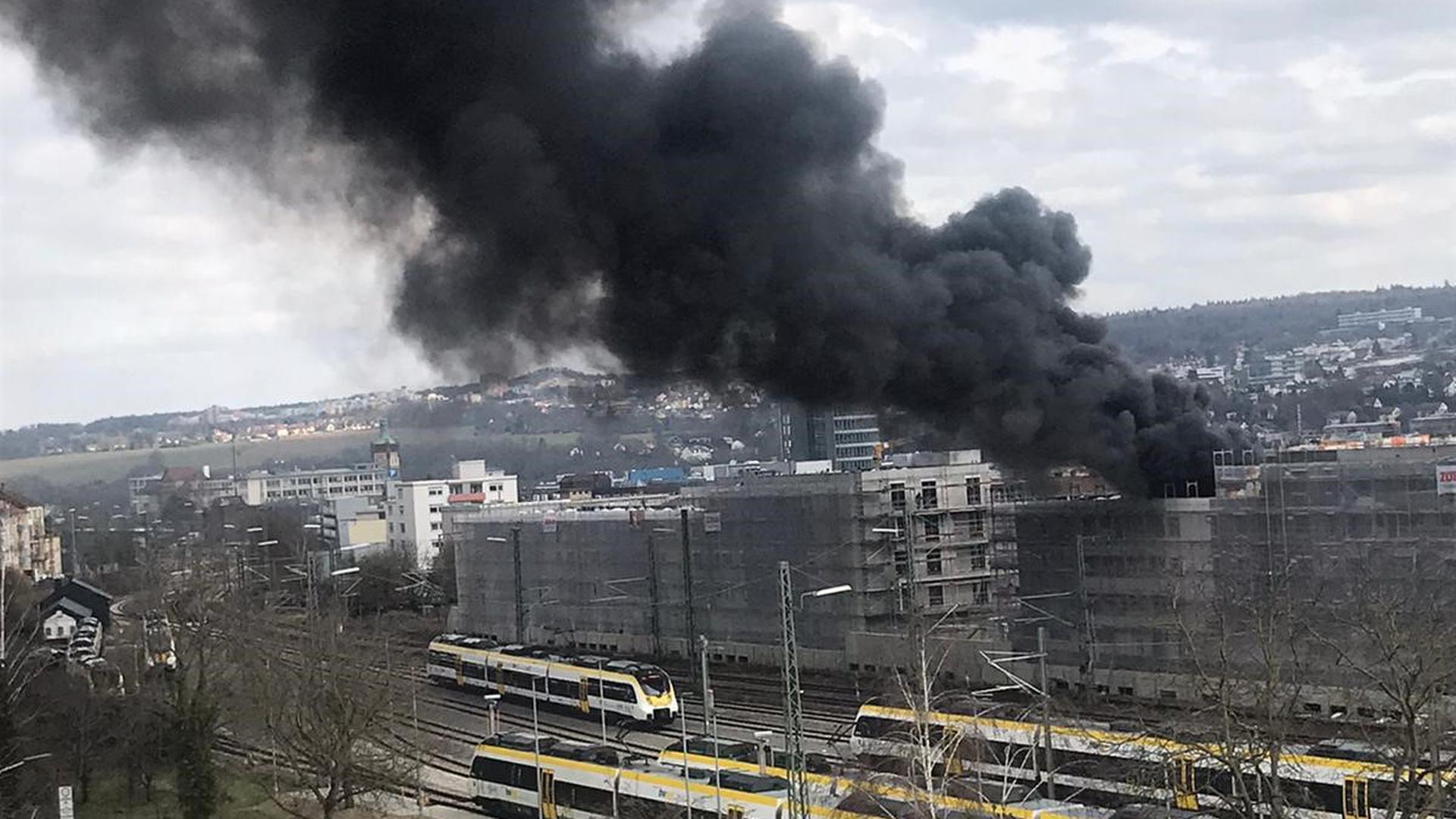 Dunkle Rauchsäule: Der Brand war in Pforzheim weithin sichtbar.