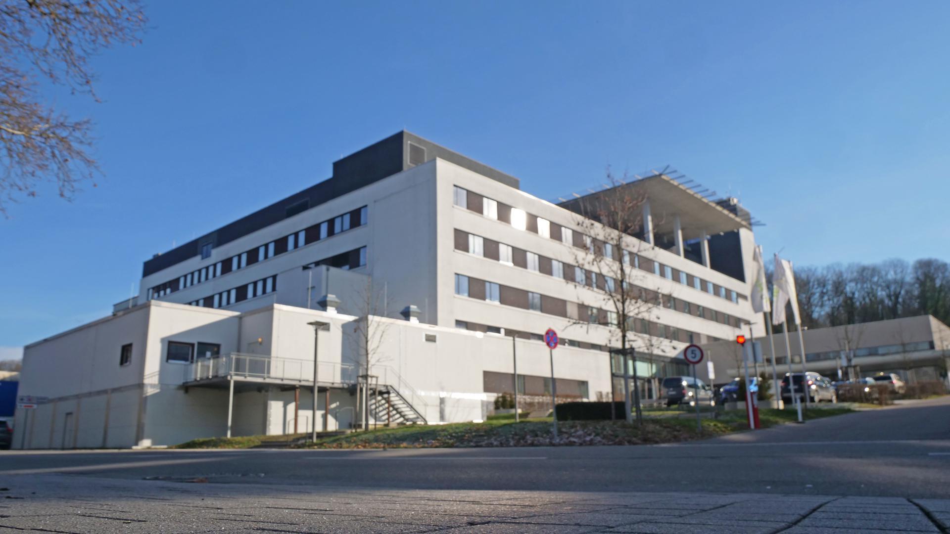 Das Helios-Klinikum in Pforzheim von außen.
