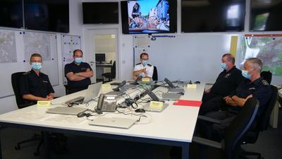 Marvin Mocker, Tobias von der Ehe, Sebastian Fischer, Marc Göldner und Silvio Jegel (von links) schildern die Eindrücke ihres Einsatzes in dem vom Hochwasser besonders betroffenen Gebiet in Rheinland-Pfalz