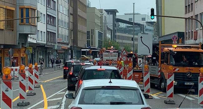 Dichter Autoverkehr in der Zerrennerstraße wegen Baustelle in Pforzheim