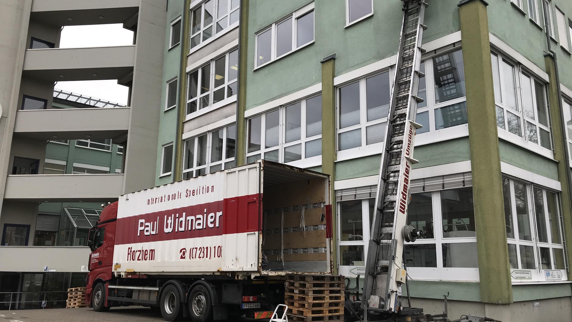 Drei Stockwerke sind leer: Das Acura Wagner Gesundheitszentrum in der Habermehlstraße wird momentan ausgeräumt. Die Verhandlung vor dem Landgericht Karlsruhe befindet sich derzeit in der Schwebe.