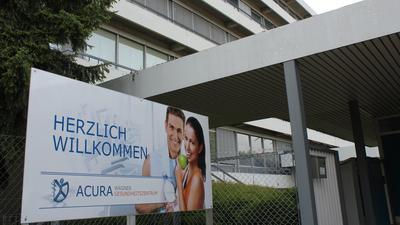 Im neuen Domizil im Brötzinger Tal: Das Acura Wagner Gesundheitszentrum hat nach viermonatiger Pause in der Adolf-Richter-Straße wieder geöffnet. Die ersten Patienten waren schon zur Krankengymnastik da.