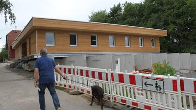 Auf der Zielgeraden: Die Außenarbeiten an der Quarantänestation auf dem Tierheimgelände sind fast abgeschlossen, nun geht es an die Innenarbeiten. Bis Jahresende soll die neue Station fertig sein und im Frühjahr 2022 eingeweiht werden.