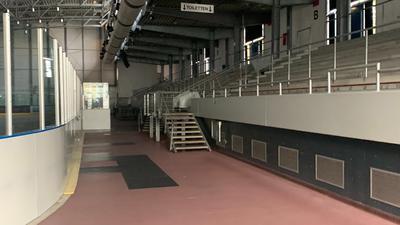 Nichts übrig: Das Kreisimpfzentrum in der Pforzheimer St.-Maur-Halle ist komplett abgebaut. Die ersten Vorbereitungen für den Eishallenbetrieb laufen bereits wieder.