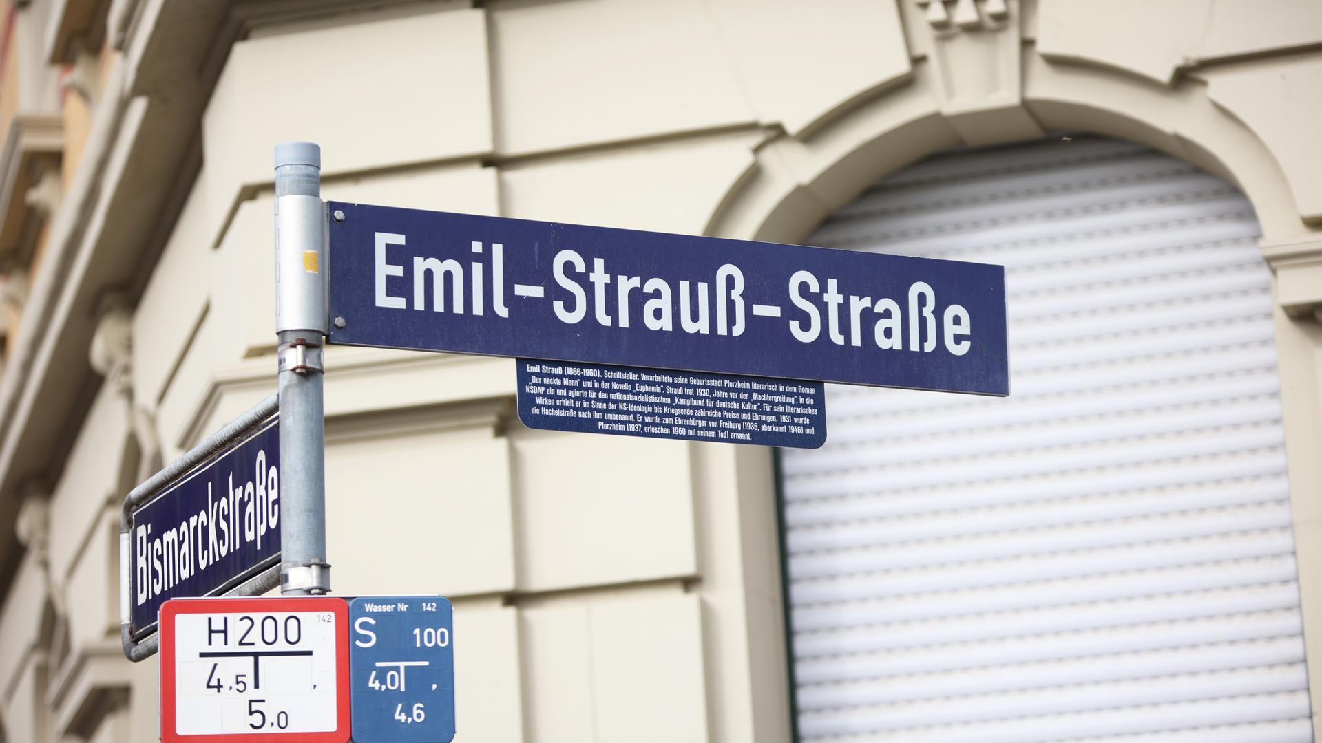 Die Straßenecke Bismarckstraße und Emil-Strauß-Straße in der Pforzheimer Innenstadt