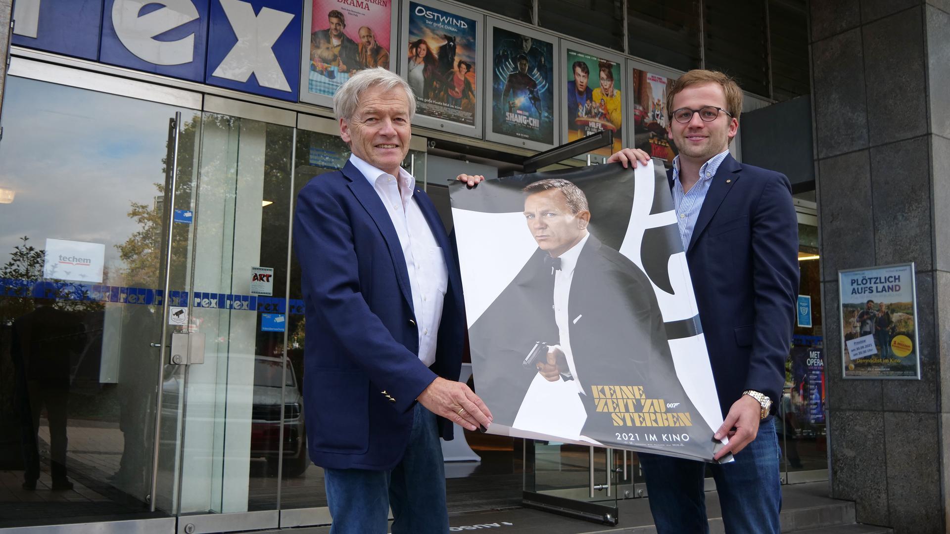Die Fieberkurve liegt auch in Pforzheim bei 007 Grad: Kinobetreiber Michael (links) und Nicolas Geiger freuen sich auf den Start des neuen James Bond, für den sie viele Säle parallel zur Verfügung stellen