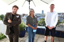 Jules van den Langenberg, Katharina Wahl und Willem Schenk auf der Dachterasse des Parkhotels Pforzheim.