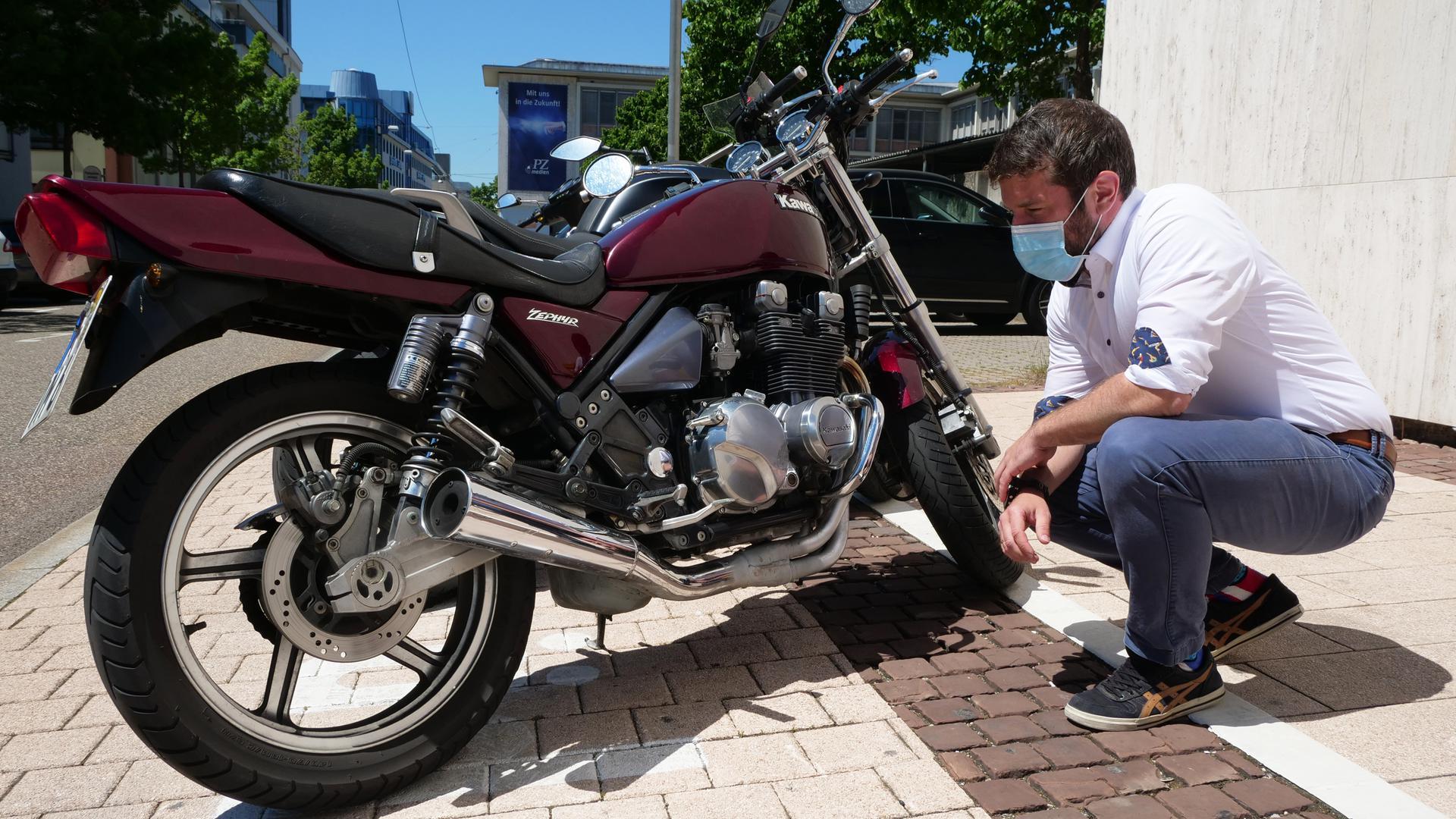 Jedes Motorrad sollte nach der Winterpause erst einmal gründlich durchgecheckt werden, bevor es auf die Strecke geht, mahnt Christian Schulze vom Polizeipräsidium Pforzheim